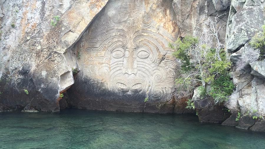 Maoryskie rzeźby najeziorze Taupo