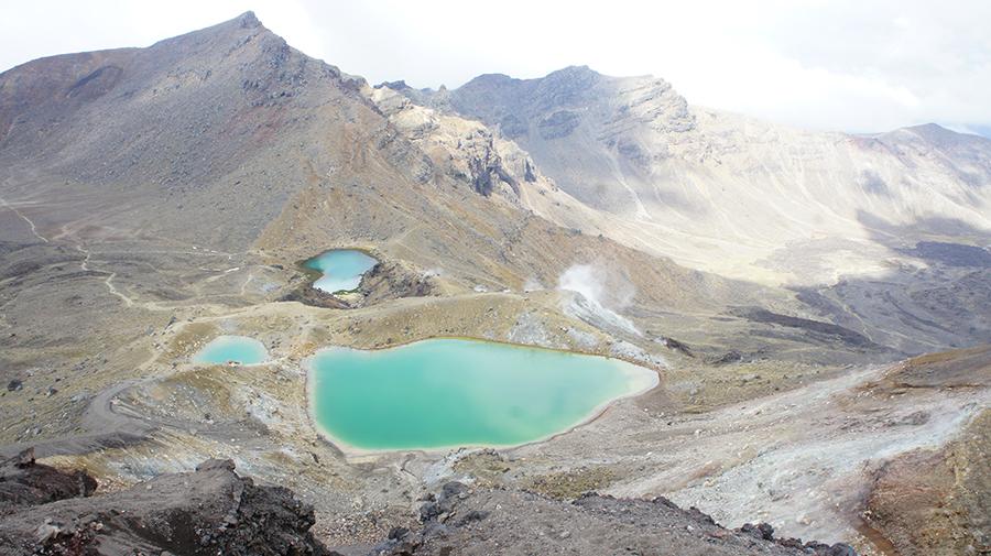 Szmaragdowe jeziora natrasie trekkinguTongariro Alpine Crossing