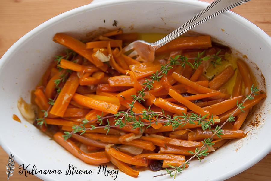 pieczona marchewka z tymiankiem i czarnuszką