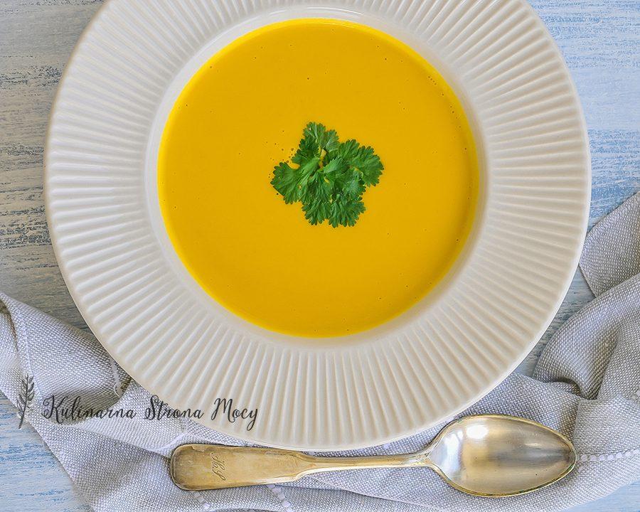 zupa-z-marchwi-i-kolendry-w-stylu-tajskim-k-m