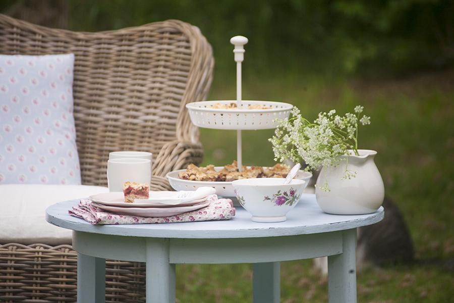ciasto z rabarbarem, ciasto w ogrodzie