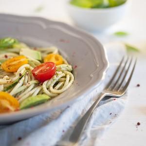 NadKluska czyli spaghetti z pesto, cukinią i awokado
