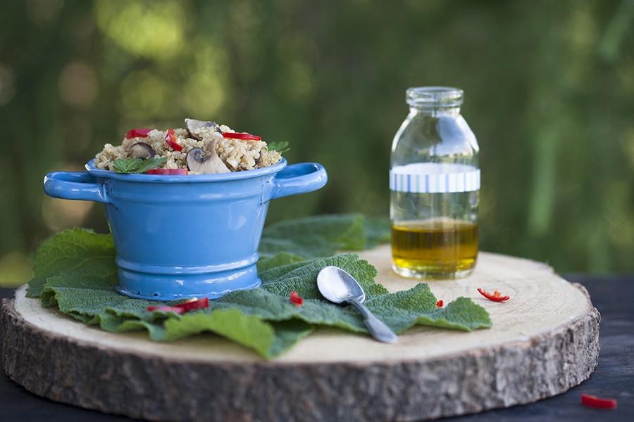 pomysl na quinoa, salatka z quinoa