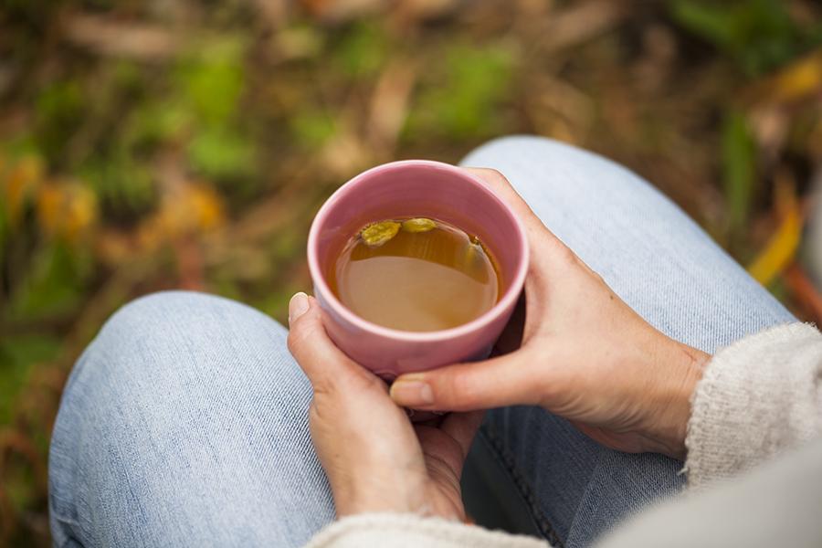rozgrzewająca herbata z kurkumy, herbata rozgrzewająca, kurkuma