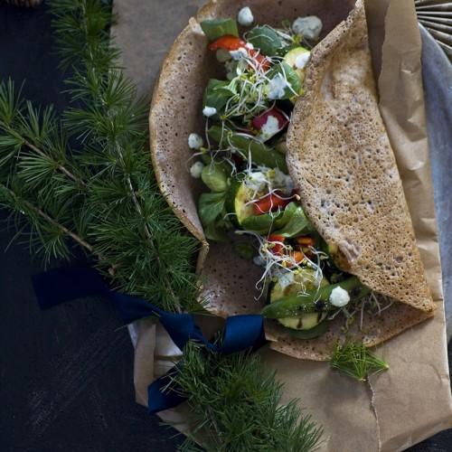 tortille gryczane z grillowanymi warzywami. bezglutenowe tortille