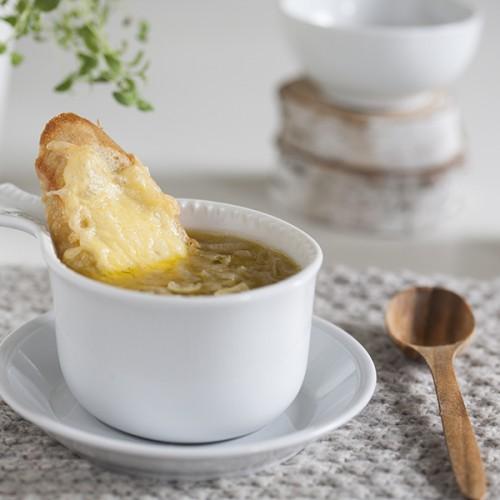 zupa cebulowa z szałwią i tymiankiem