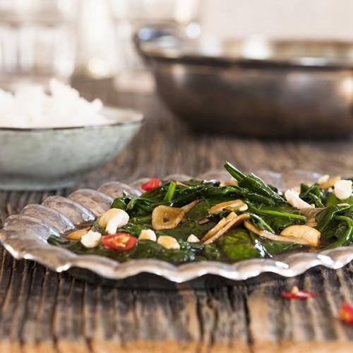 kuchnia tajska szpinak z sosem ostrygowym